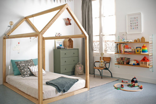 Montessori inspired floor bed by Bonnesoeurs via designperbambini.it